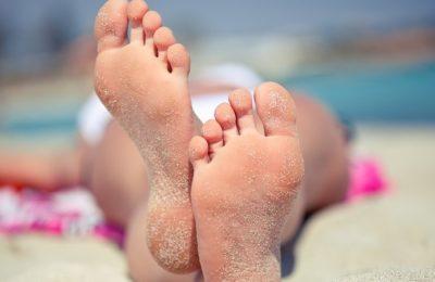 уход за ножками летом