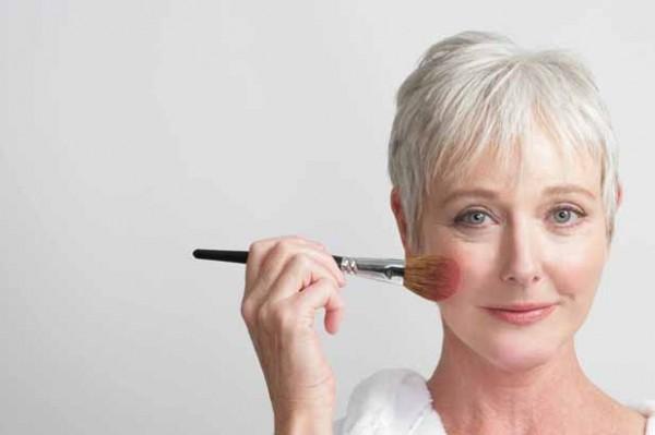приёмы омолаживающего макияжа