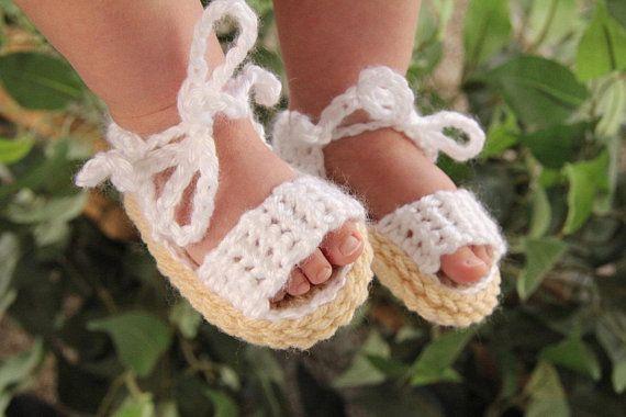 Как связать детские сандалии