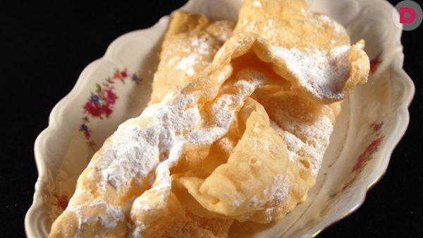 Фраппе во фритюре с сахаром