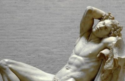 Статуя пострадала от селфи