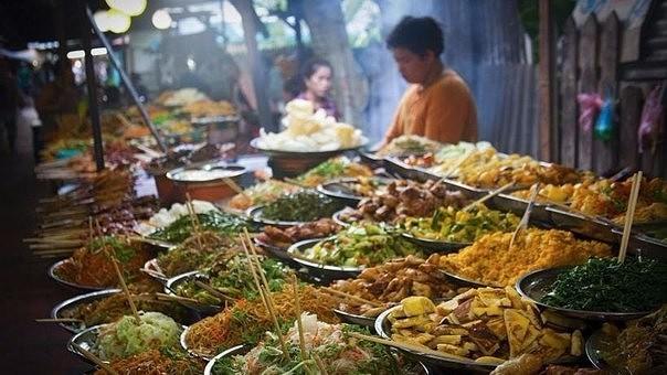 убрать с улиц города прилавки с едой