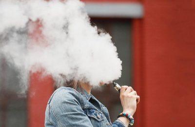 Курение электронных сигарет