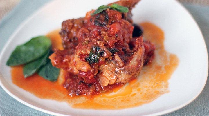 Кролик в томатном соусе