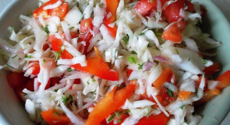 Салат из капусты со сладким перцем