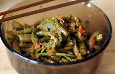 папоротник, маринованный с овощами