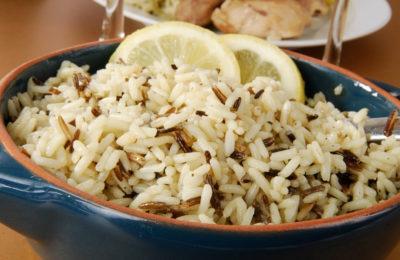 смесь золотистого риса с диким
