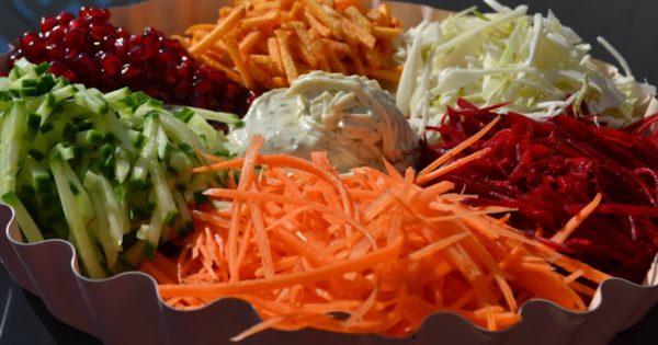 Приготовление салата радуга