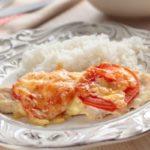 Запеченная куриная грудка под помидорами и сыром