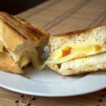 Горячий бутерброд с яблоком и сыром в микроволновке