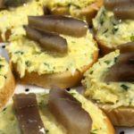 Бутерброды с сельдью и сыром