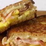 Горячий бутерброд с ветчиной и ананасом в микроволновке