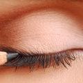 покрасить глаза карандашом
