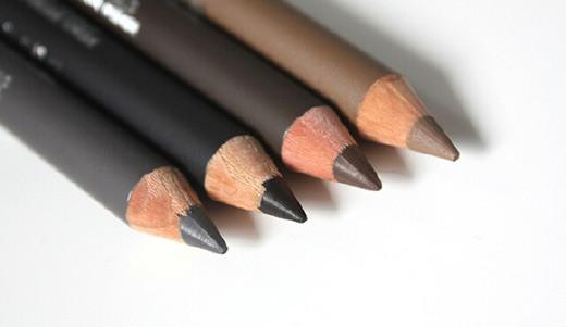 брови, накрашенные карандашом